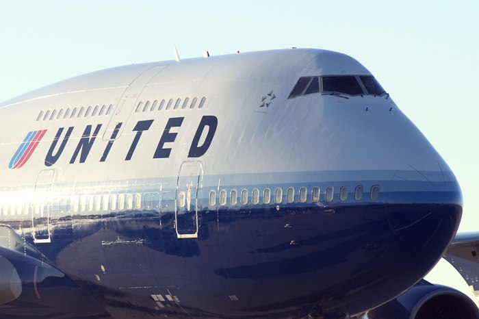 In a case of yet another case of an unruly passenger, a United flight was forced to return to Houston after takeoff last night