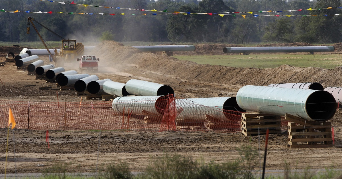 Over 1,000 barrels of crude leak from burst Texas pipeline