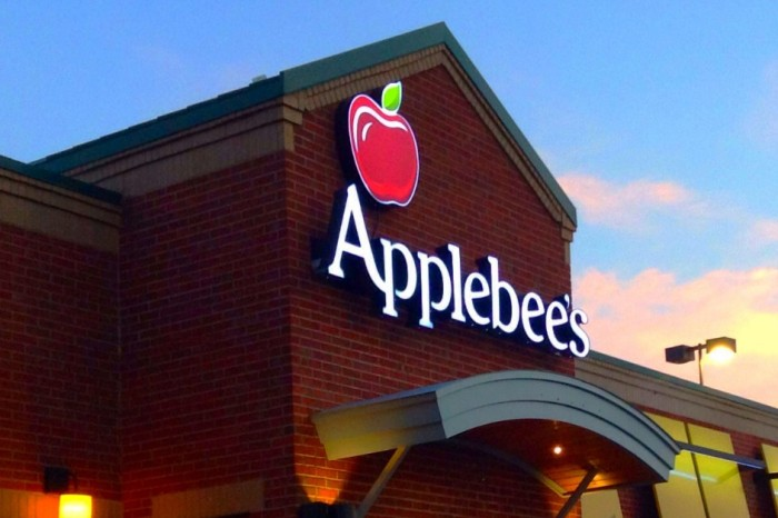 Customers allege racially profiling at Applebees, employees fired