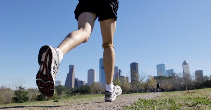 Quadriplegic man completes his 20th marathon in Chicago
