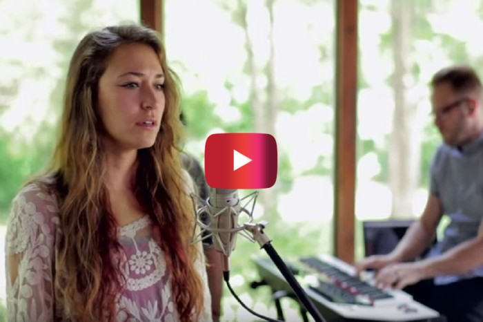 "This live performance by former ""American Idol"" contestant Lauren Daigle is absolutely gorgeous"