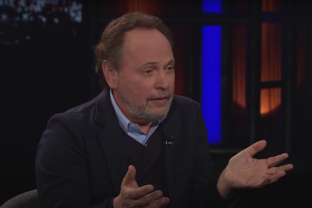 Billy Crystal Recalls the Robin Williams Joke About Ronald Reagan That Made Him LOL