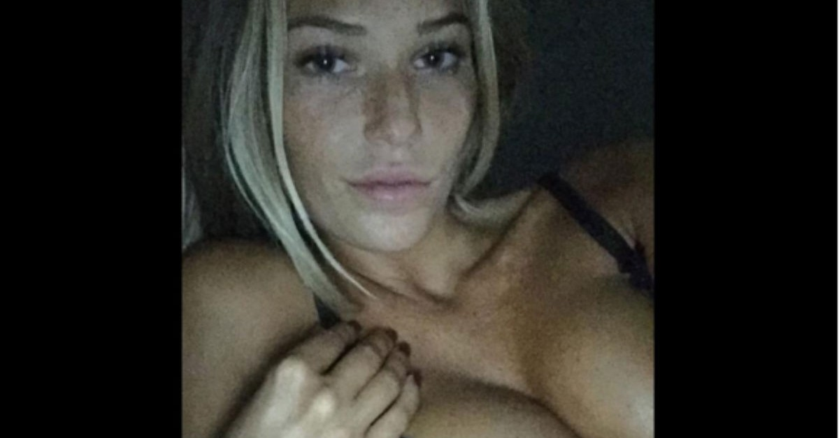 Samantha Hoopes reminds us why she's the woman of our dreams with this seductive Instagram pic