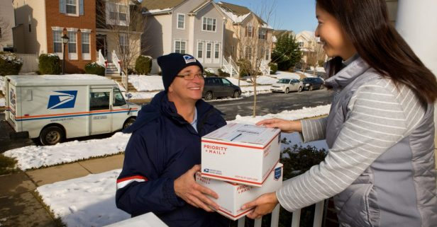 10 tips on shipping packages during the holiday season