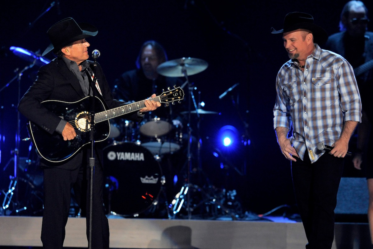 George Strait and Garth Brooks paid an emotional tribute to a fallen friend and it still brings a tear to our eye