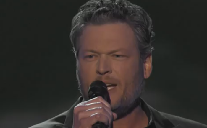 Blake Shelton mesmerizes an ACM Awards audience with a sexy performance you have to see