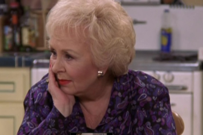 "The late Doris Roberts could barely keep her composure in these hilarious ""Everybody Loves Raymond"" bloopers"