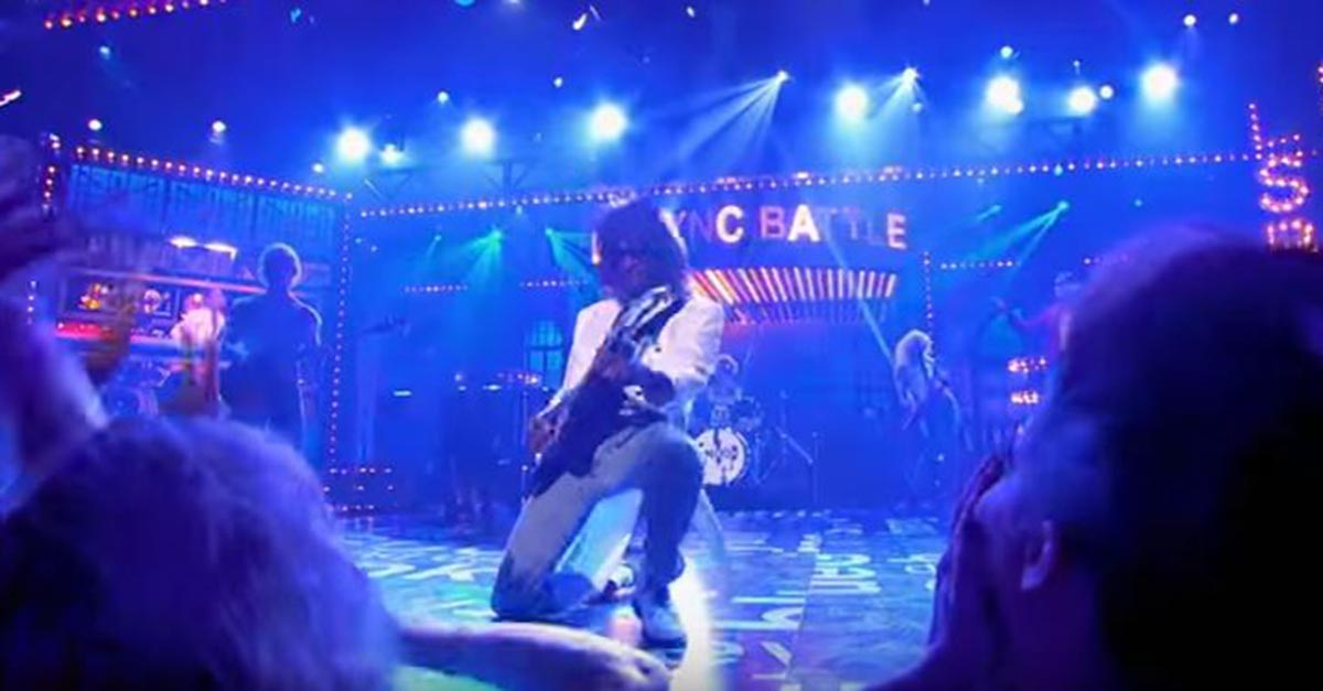 """Girls went crazy when Snoop Dogg channeled his inner '80s rockstar for this lip sync to """"Don't Stop Believin'"""""""
