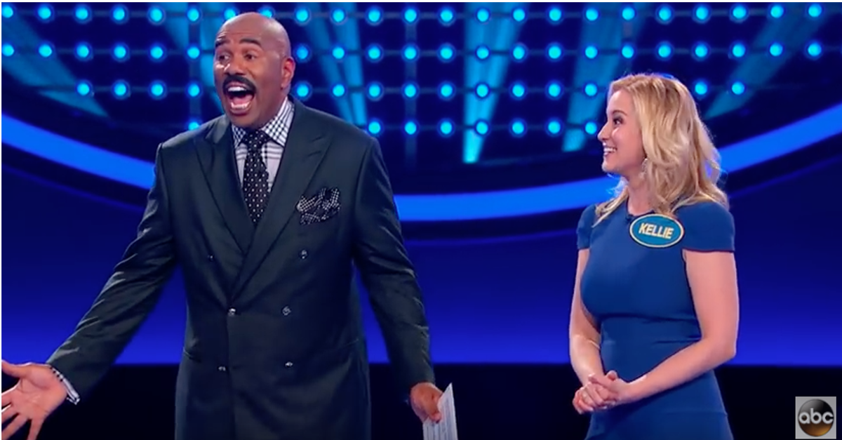 "Kellie Pickler may have just played the most hysterical ""Family Feud"" round ever"