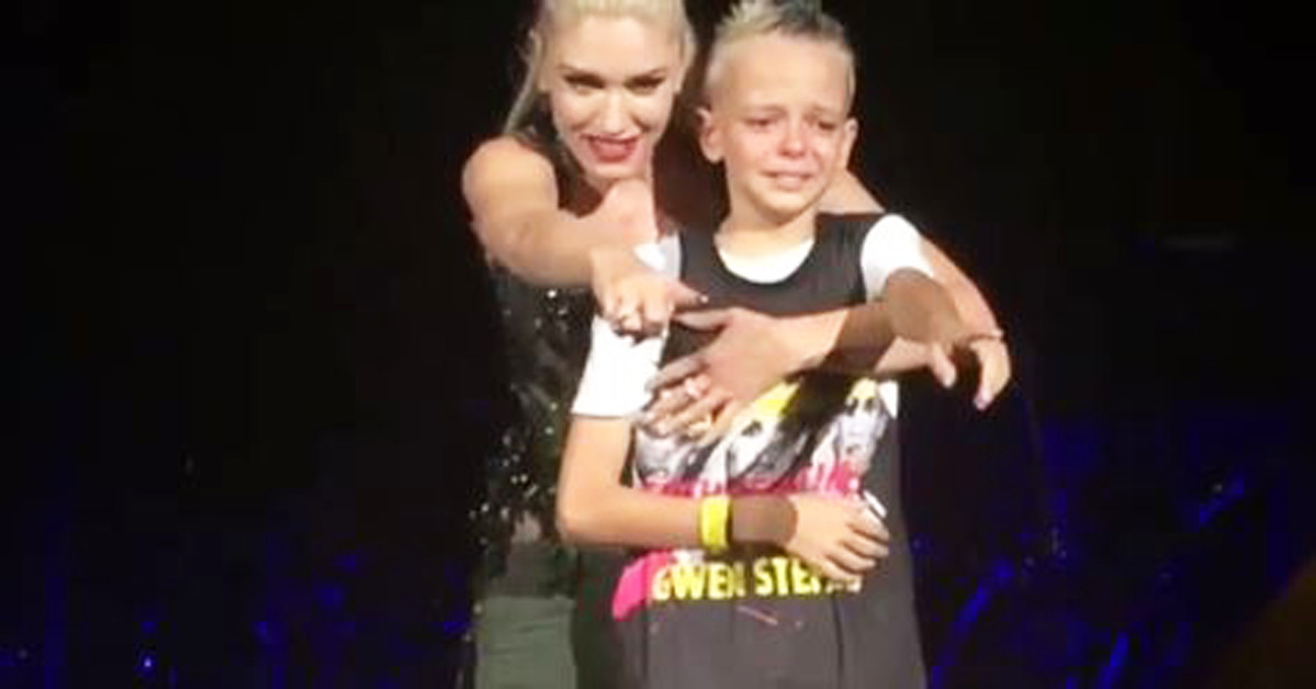 Gwen Stefani called a bullied fan on stage after reading his mother's heartfelt sign