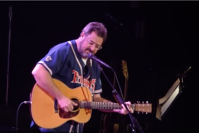 "Vince Gill's tribute to his ""kid sister"" will leave you breathless"