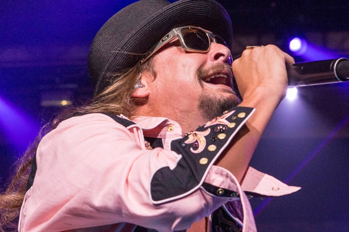 Watch as Kid Rock strolls into a Nashville honky-tonk and shocks a country crowd