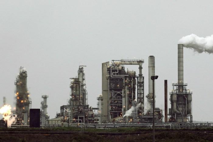 Industrial leaks reportedly endanger Houston neighborhood months after Hurricane Harvey