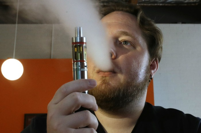 Texas Records 1st Death Linked to E-Cigarette Smoking