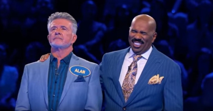"""Steve Harvey couldn't handle this hilarious answer Alan Thicke gave on """"Celebrity Family Feud"""""""