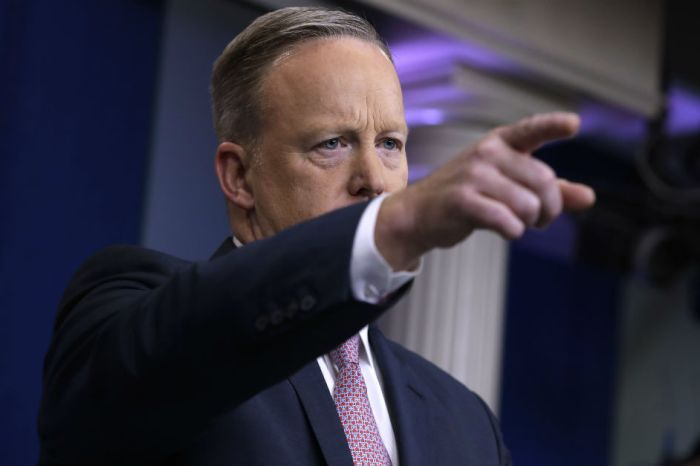 """A major media news outlet apologizes after spreading """"fake news"""" about WH Press Secretary Sean Spicer"""
