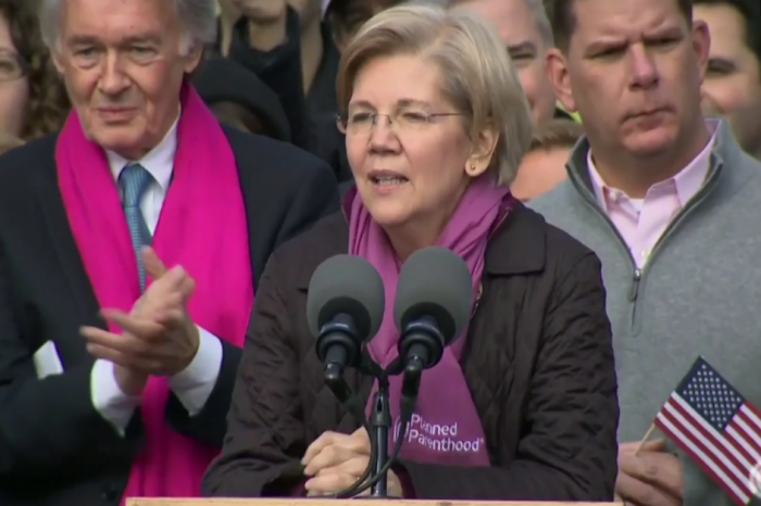 In a Planned Parenthood scarf, Elizabeth Warren delivers stirring message to Women's March participants