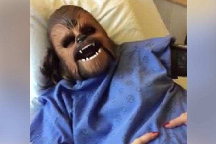 Mom filmed herself wearing a Chewbacca mask during labor, and it's as funny as it sounds