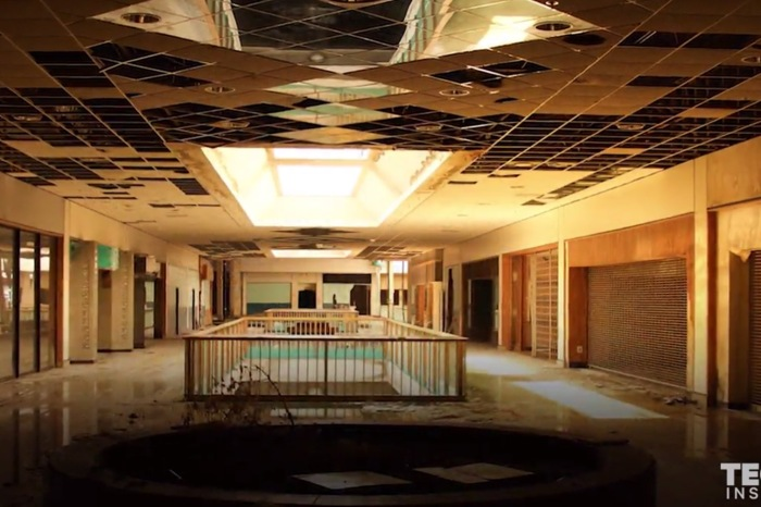 These eerie photos of an abandoned mall in Kansas City are surprisingly heartbreaking