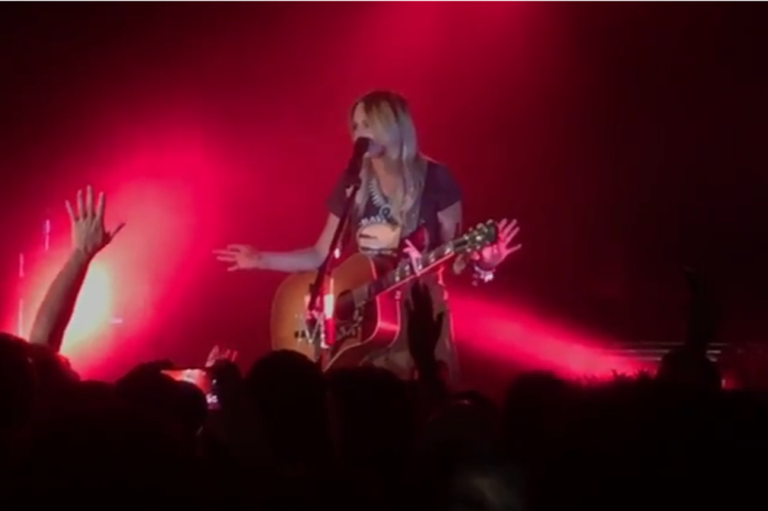 Watch as Miranda Lambert stops her show to deal with some rude fans