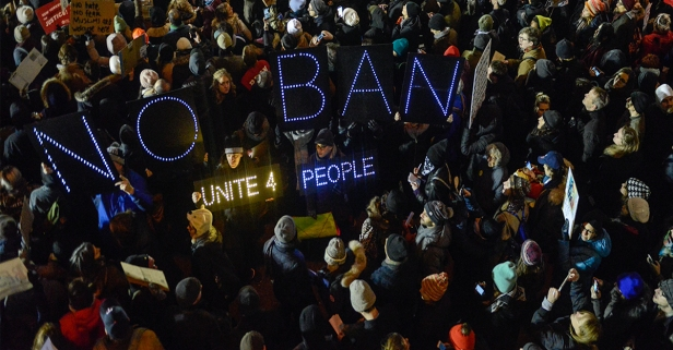 Here are 10 ways to stay safe while participating in a protest
