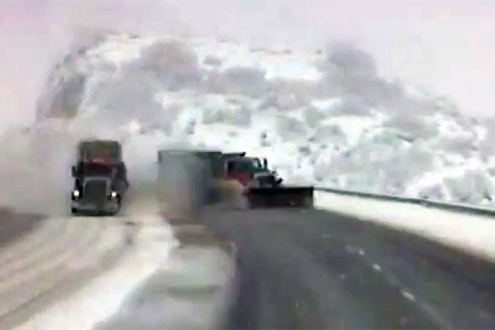 Snow plow, garbage truck drivers on possible strike this Sunday