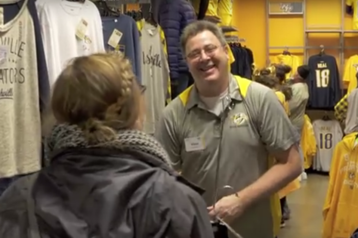 Watch Vince Gill shock a group of unsuspecting shoppers