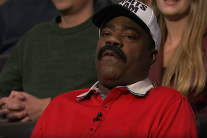"Tracy Morgan heckles his buddy Seth Meyers while wearing his best ""Denzel Washington"" outfit"
