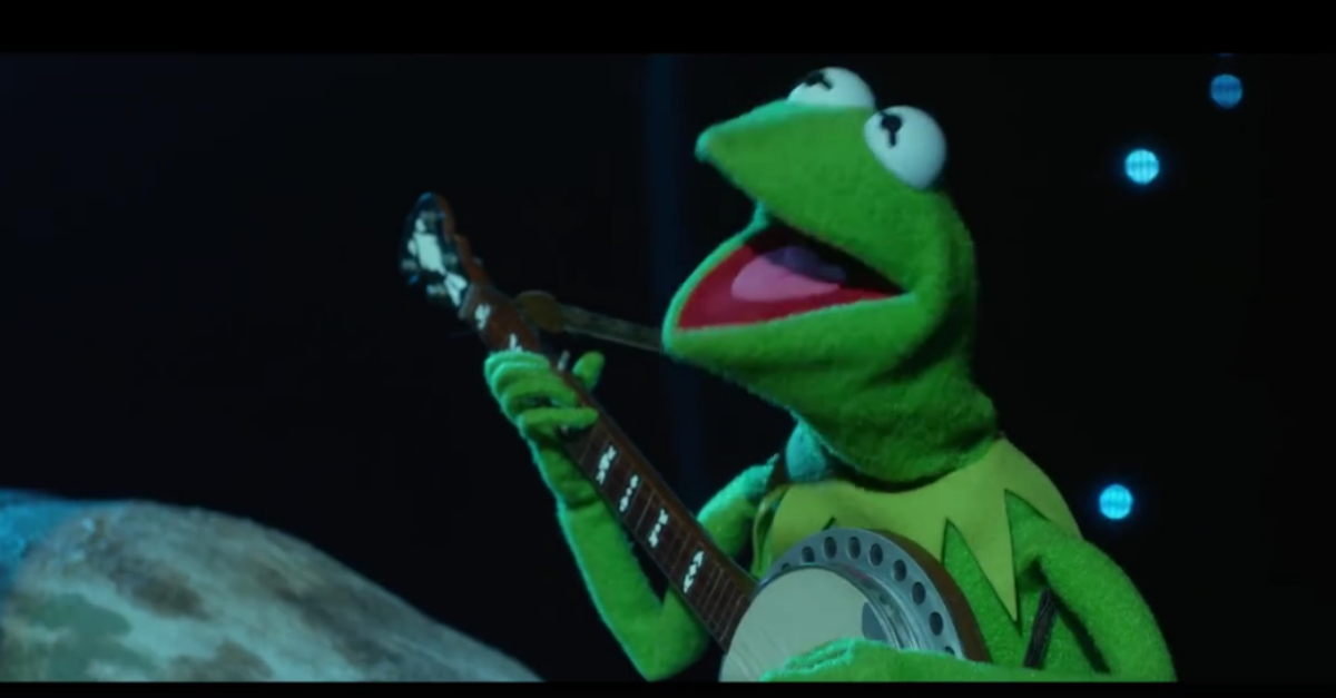 "Kermit the Frog replaces Ryan Gosling for the star performance we all wanted in ""La La Land"""
