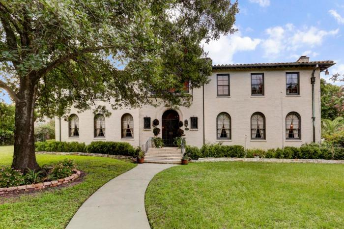 Take a look at Houston's most luxurious homes
