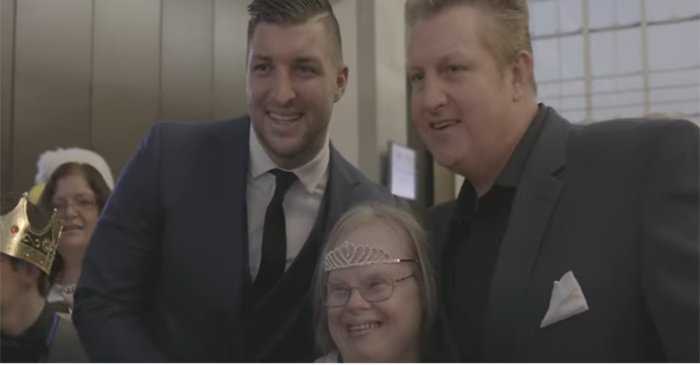Rascal Flatts' Gary LeVox and Tim Tebow join forces for one amazing song