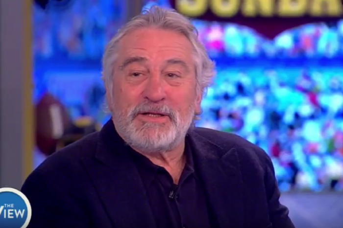 """Robert De Niro told the ladies of """"The View"""" that his views on President Trump haven't changed at all"""