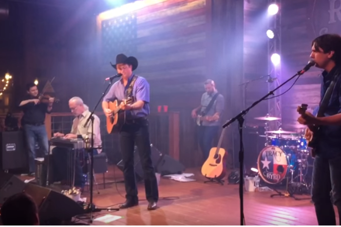 "A '90s country star's rendition of ""Amazing Grace"" is bringing us to our knees"