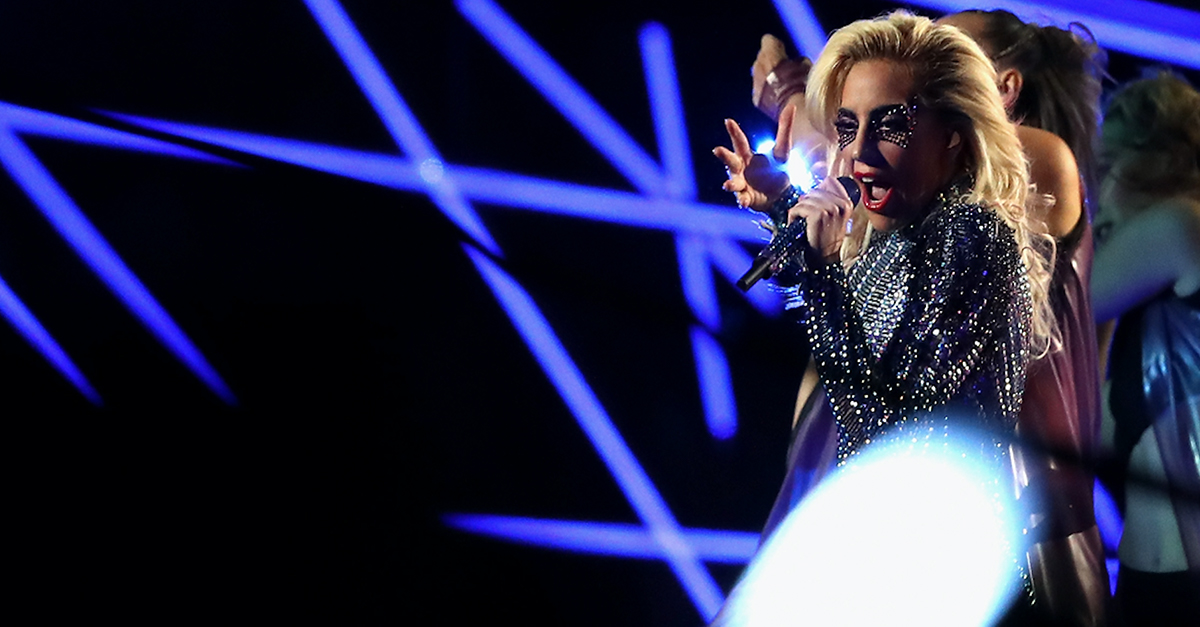 Lady Gaga apologizes to fans with pizza after canceling a recent concert