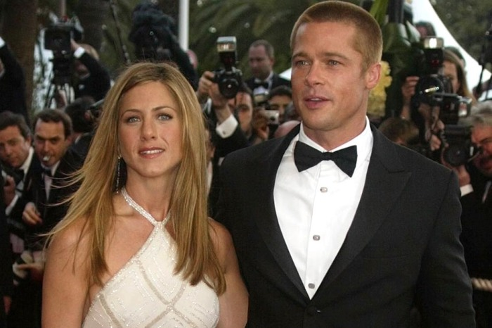 Fans just noticed that exes Jennifer Aniston and Brad Pitt are both single again