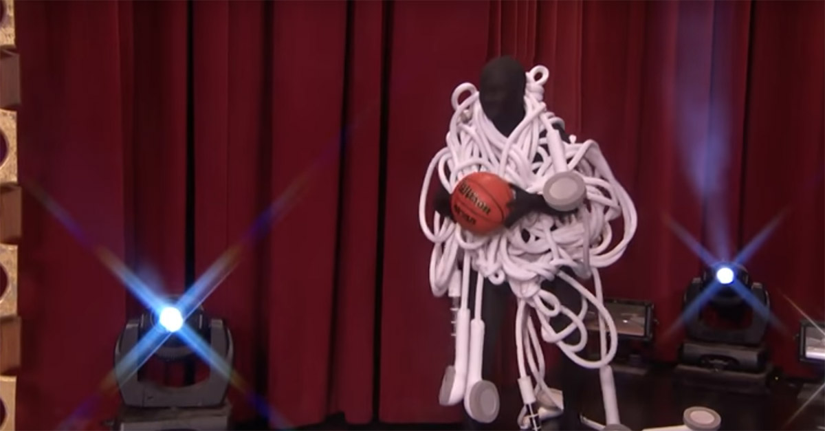 See the goofiest possible college mascots square off in the world's clumsiest dunk contest