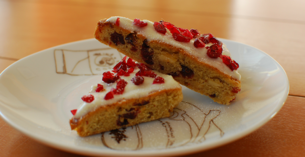 If you're already missing Starbucks' Cranberry Bliss Bars, here's how you can make them at home