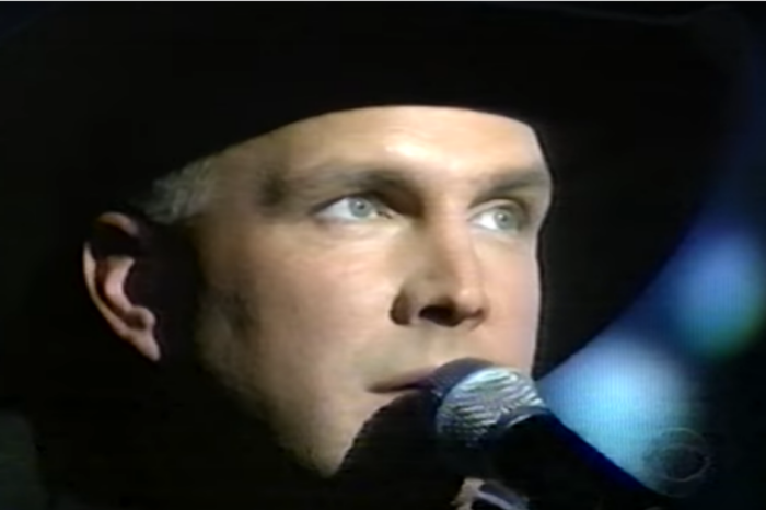 Watch as Garth Brooks captivates an ACM Awards audience with this 1998 hit