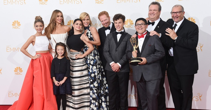 "This ""Modern Family"" star posted a heart-wrenching tribute after suddenly losing his father"