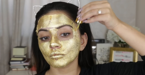 Using real gold as a face mask is a thing and it's really expensive, but of course we've found a $6 DIY version
