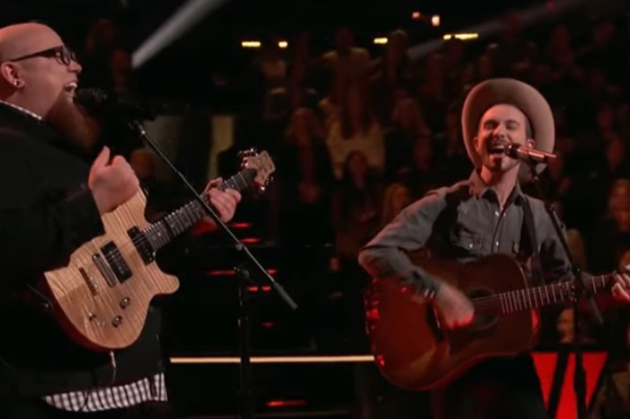 "Watch these singers nail a Garth Brooks hit during an epic battle round on ""The Voice"""