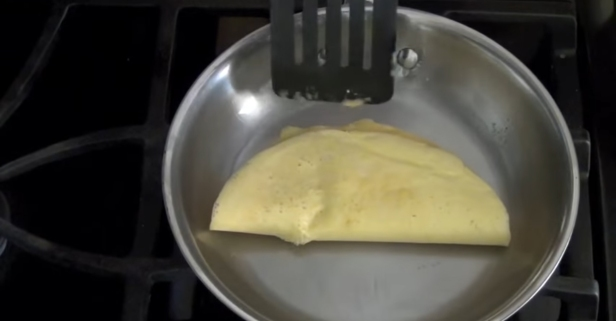 Turn a regular stainless steel pan into a nonstick one with this easy hack