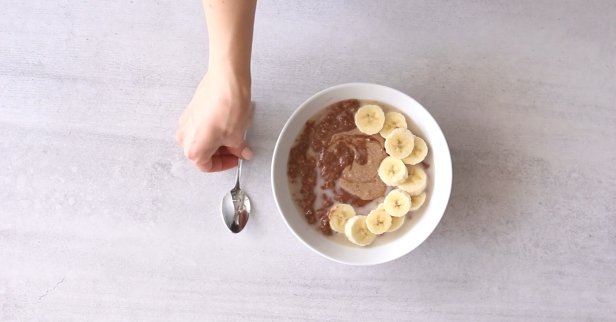 You've tried smoothie bowls — now try oatmeal bowls