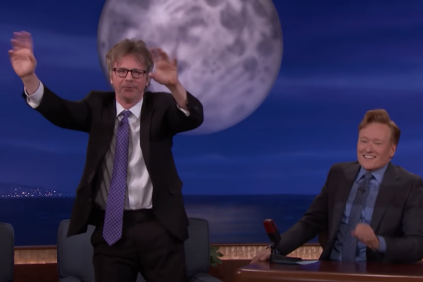Dana Carvey Shows Off Johnny Carson, George Bush, and Bernie Sanders Impressions