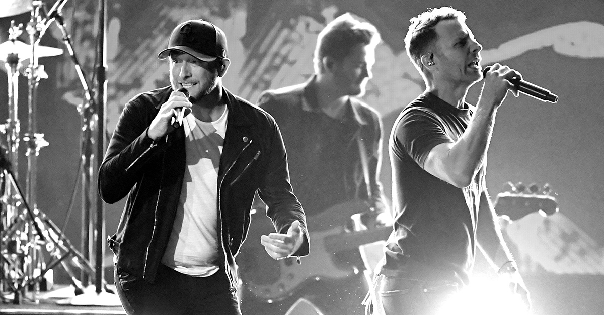 Watch Dierks Bentley Cole Swindell Perform Flatliner At Acm Awards Rare Country