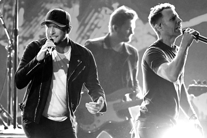 Dierks Bentley and Cole Swindell had the ACM Awards crowd on their feet with this high-energy hit