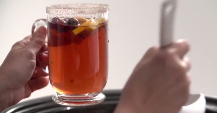 Cranberries with a kick: The spicy slow cooker punch will definitely keep you warm