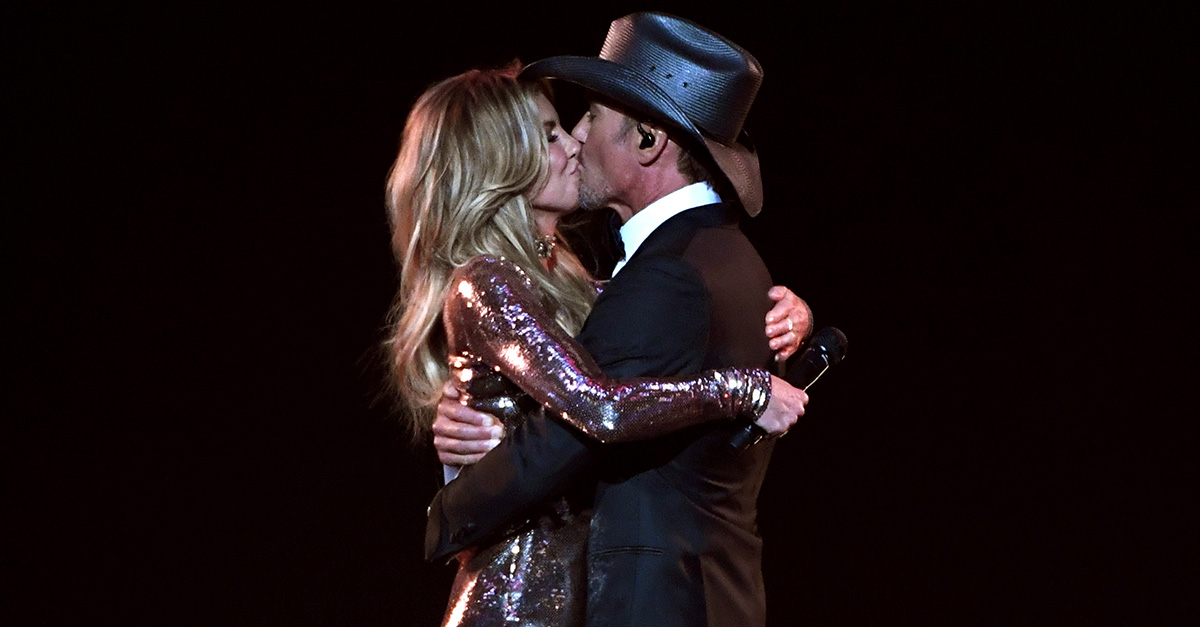 Faith Hill and Tim McGraw delivered this jaw-dropping performance on the ACM Awards