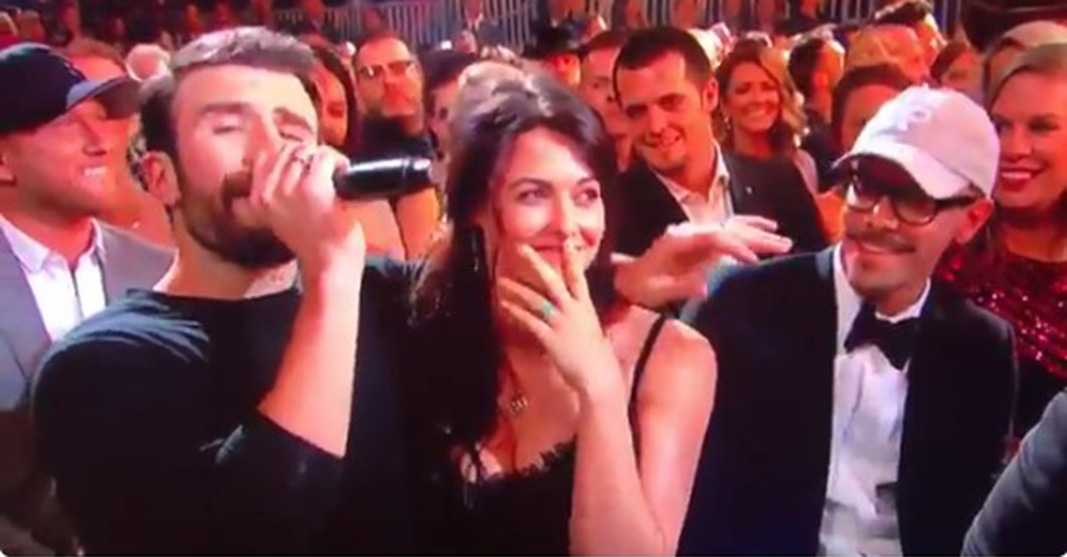 Sam Hunt plants a smooch on fiancée during this sexy ACM Awards performance