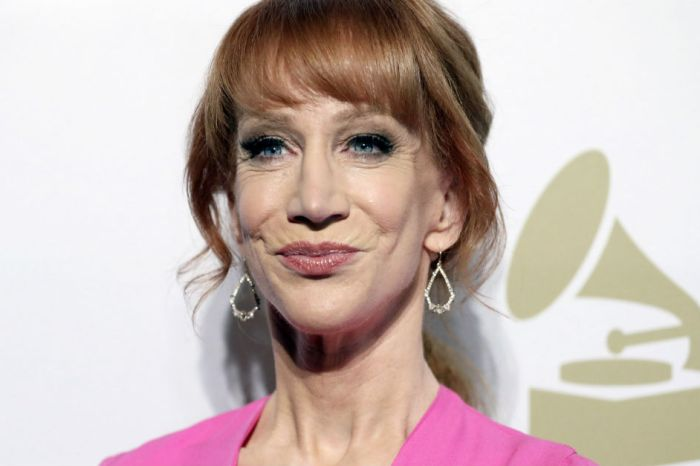 Beloved comedian defends Kathy Griffin after her bloody Trump head photo shoot